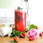 Cocktail d'été rafraîchissant : fraises, framboises, menthe, citron {sans alcool}