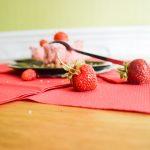 Petits gâteaux glacés texture «nuage» aux fraises