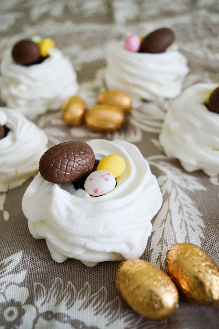 Joyeuses Pâques Mes Gourmands ! Je Vous Souhaite De Passer Une Belle  Journée En Famille Et Surtout De Vous Régaler ! Pâques Fait La Part Belle  Au Chocolat, ...